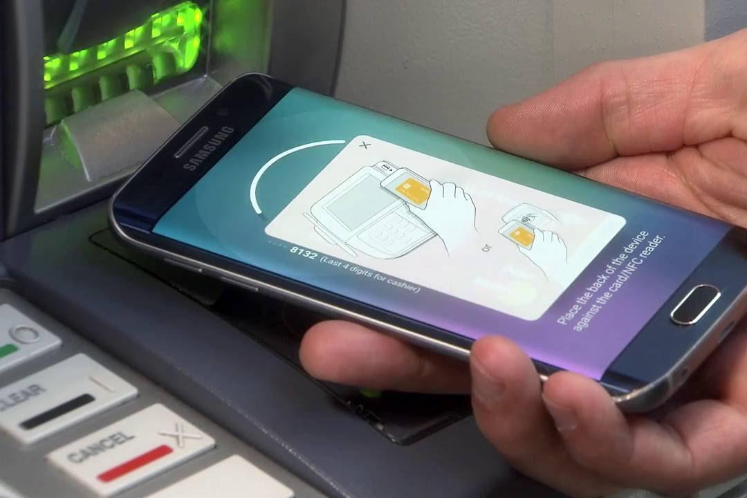 Россияне смогут использовать смартфон для снятия наличных