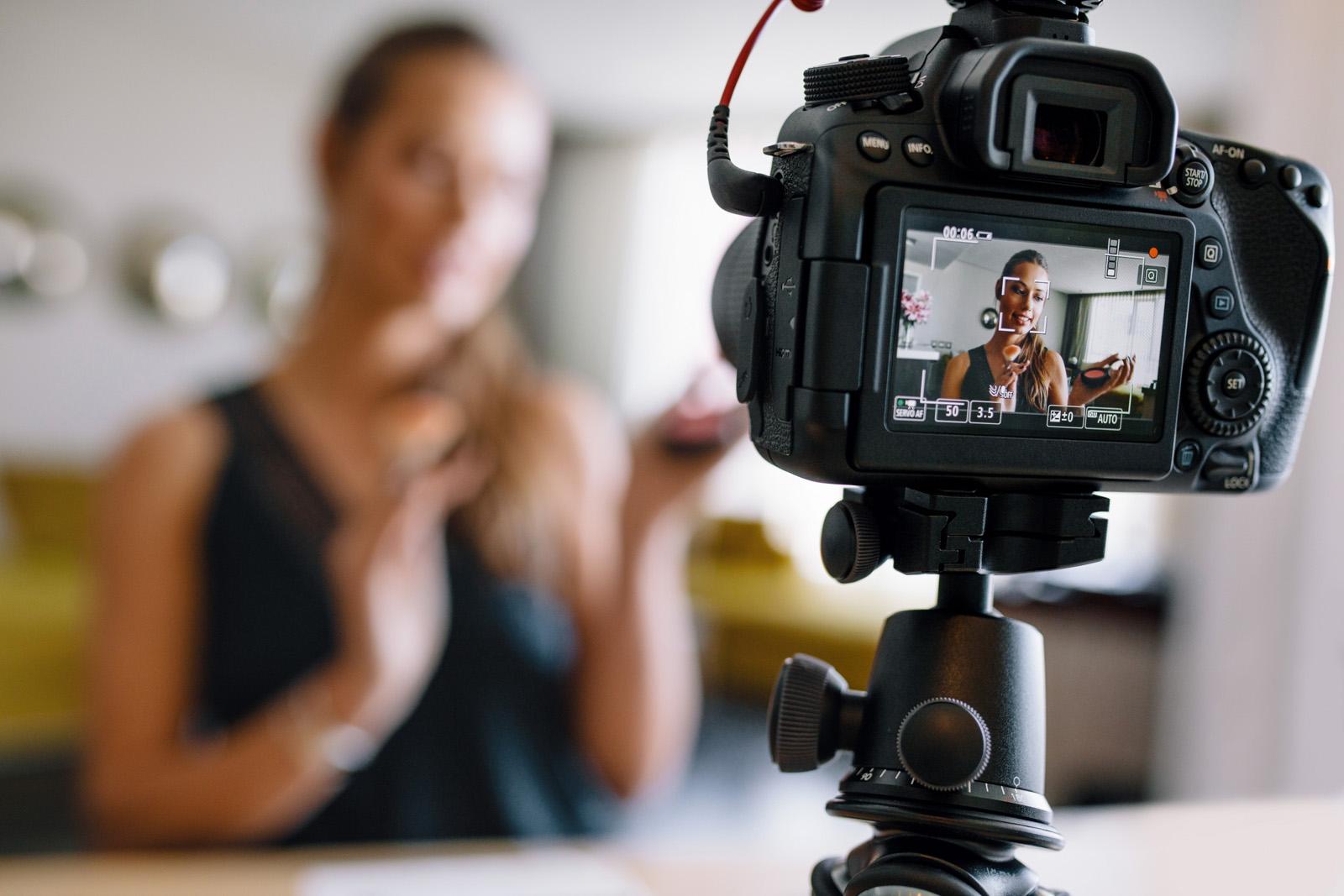 Сколько зарабатывают видеоблогеры на рекламе YouTube