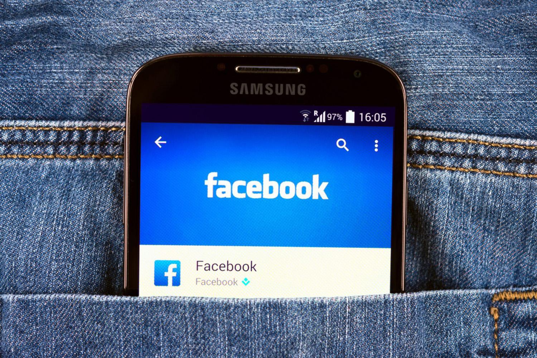 Владельцы смартфонов Samsung недовольны предустановленным в их устройствах Facebook