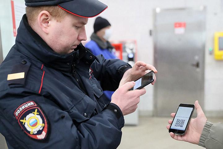 Столичные власти планирует закупить для полиции 10 тыс. смартфонов для проверки цифровых пропусков