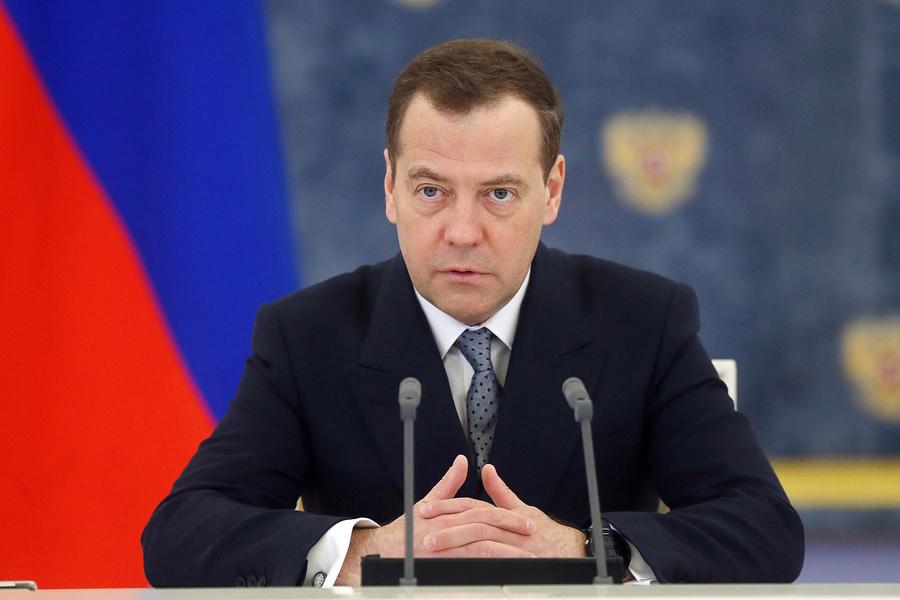 Дмитрий Медведев подписал постановление об отмене роуминга