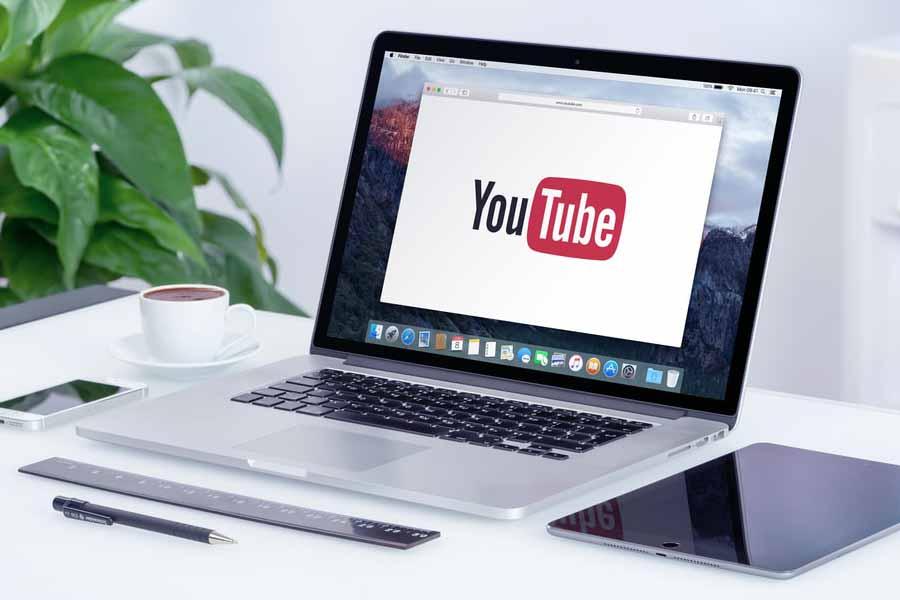 Роскомнадзор пригрозил Facebook и YouTube замедлением работы