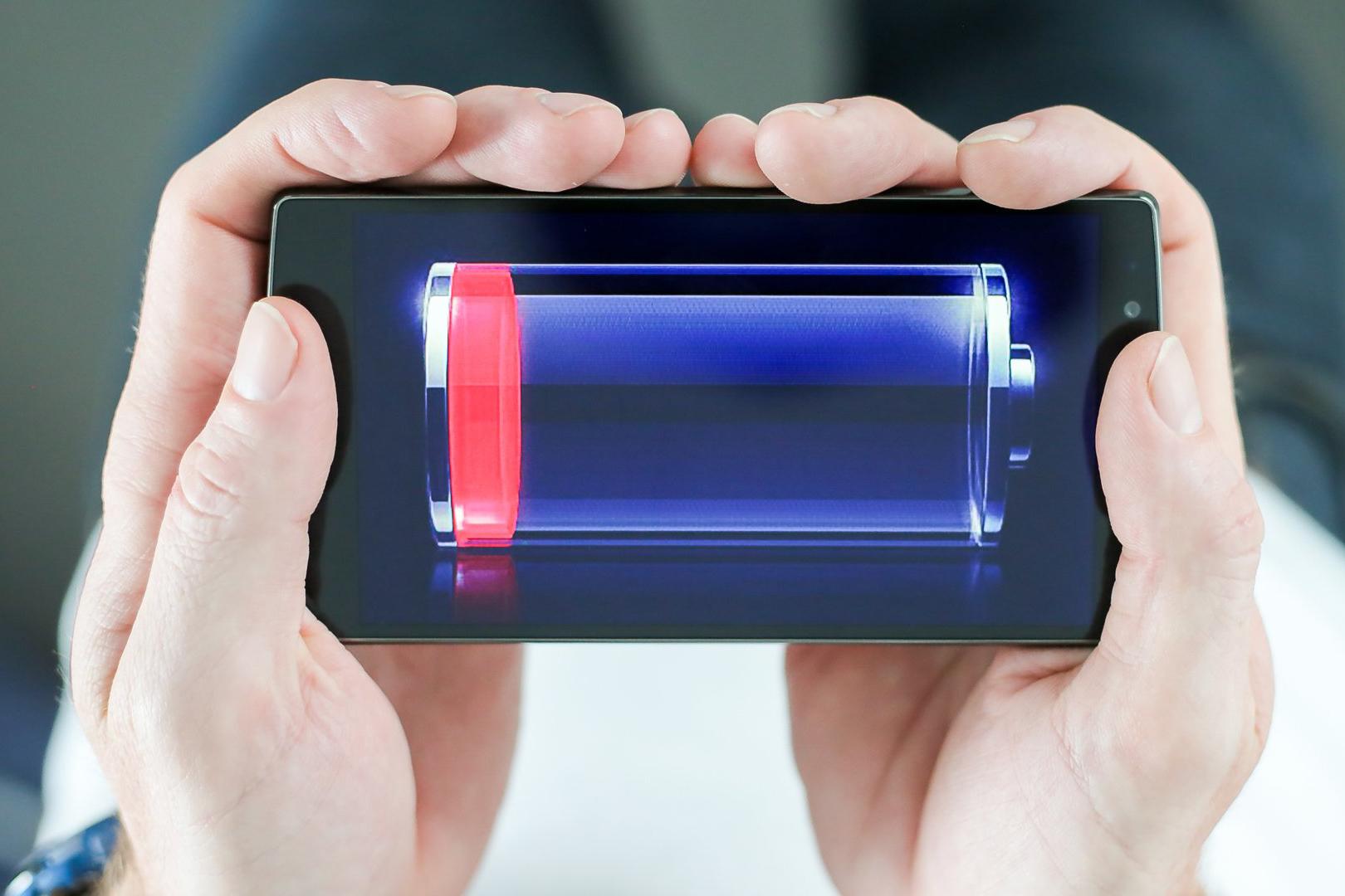 Пользователи переходят на смартфоны с более емкими аккумуляторами