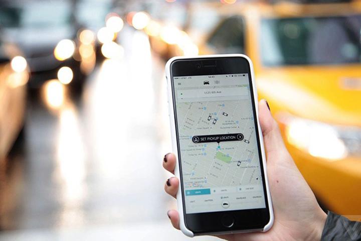 В Facebook Messenger появилась функция вызова такси Uber