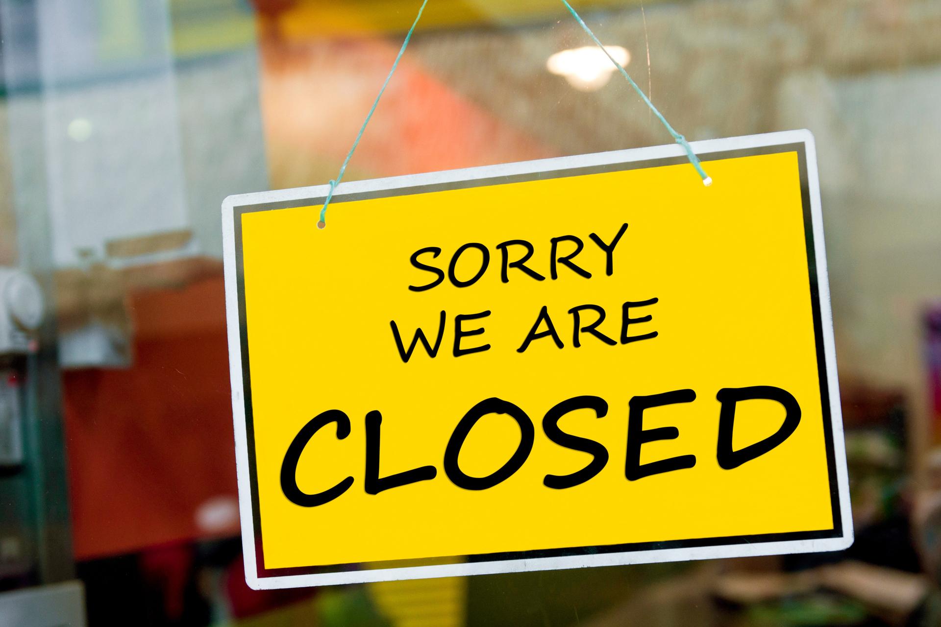 «Билайн» закрывает половину офисов в России