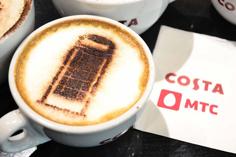 МТС в офисах продаж предгагает выпить кофе