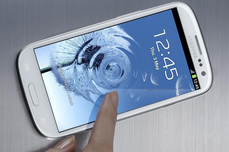 Samsung обвиняют в замедлении старых моделей смартфонов