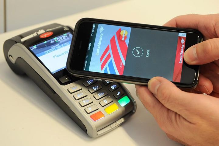 Apple заплатит по $5 пользователям нового сервиса Apple Pay