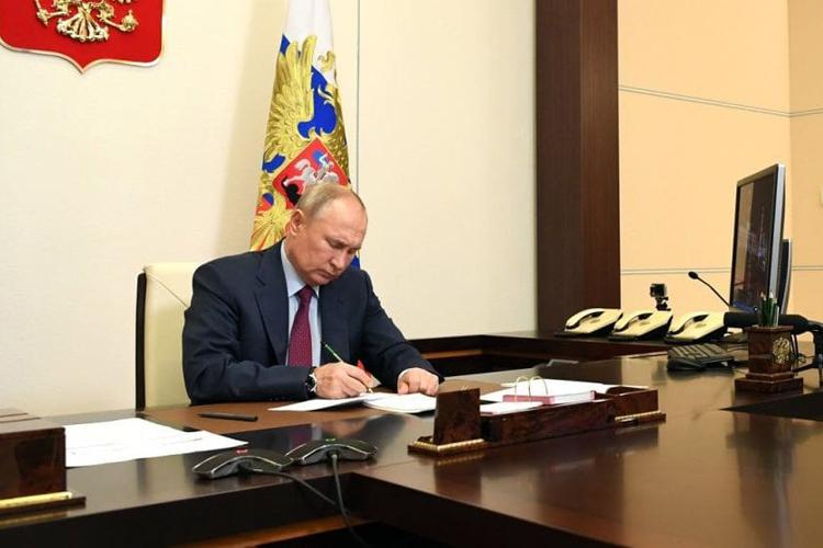 Президент РФ ликвидировал Россвязь