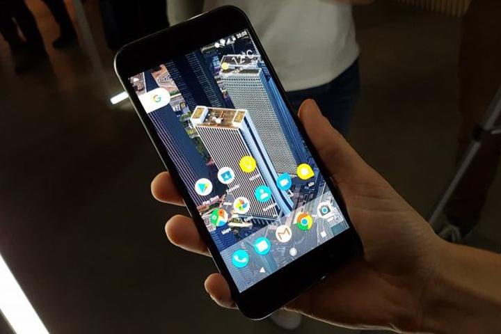 Google представила первые смартфоны под своим брендом Pixel
