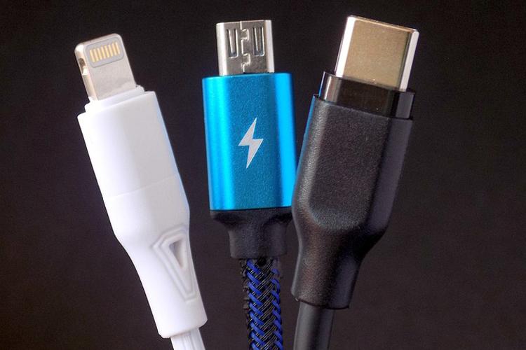 Скоро у всех смартфонов будет единый разъем для зарядки