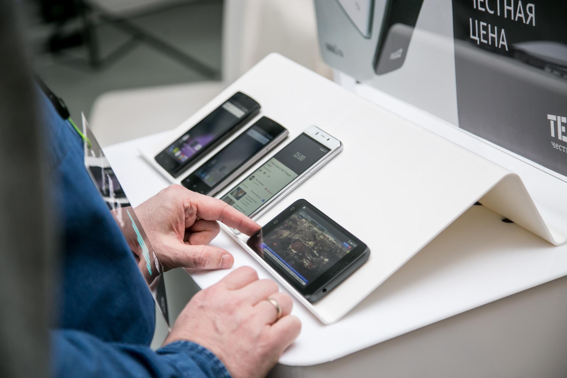 Выбираем брендированные смартфоны сотовых операторов