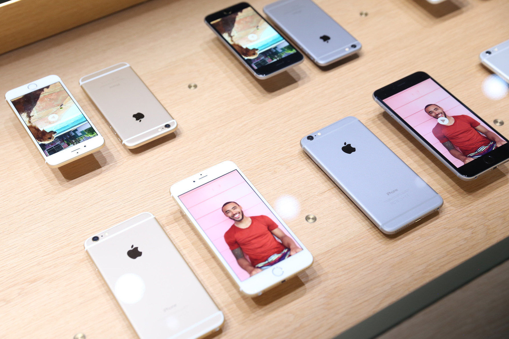 Рейтинг мощнейших смартфонов в сентябре возглавил гаджет от Apple