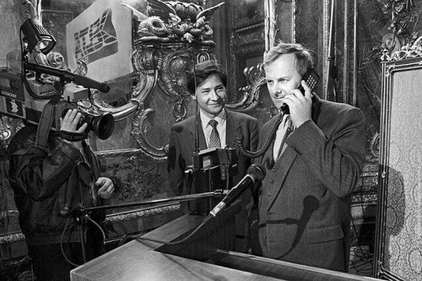 30 лет назад в России состоялся первый звонок по мобильному телефону
