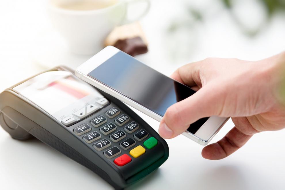 В 2020 году россияне четверть платежей совершили с помощью смартфона