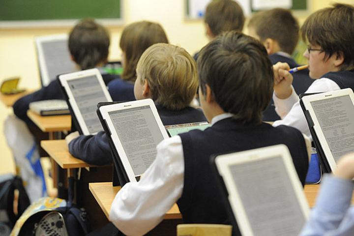 «МегаФон» продолжает принуждать к отказу от бумажных учебников
