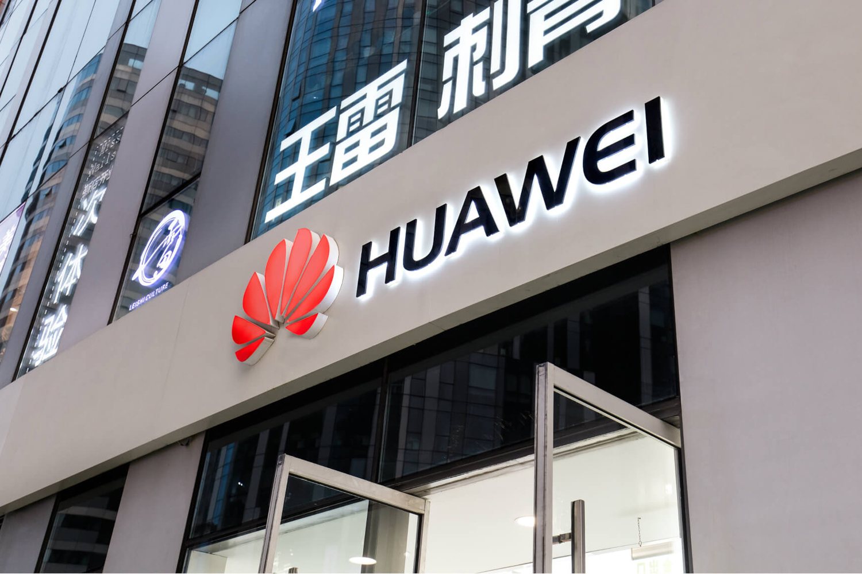 "Huawei готова к ""войне"" с США и сразу заставила американцев пойти на попятную"