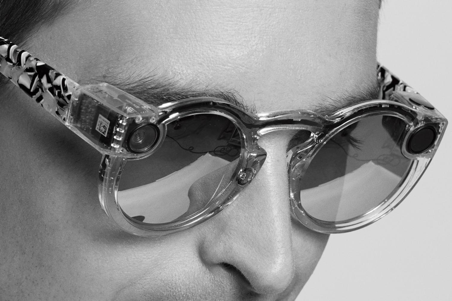 Snapchat представила очки со встроенной камерой